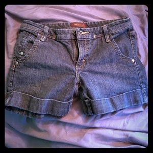 Lee cuffed Jean short